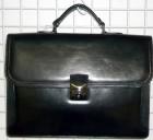 Kožená aktovka menší typ, dvě přední kapsy pod klopnou