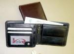 Kožená peněženka - korunovka, zaoblené rohy, sportovní provedení - světlý štep, v levé části vnitřní zápinka pro ochranu kreditek