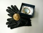 Vycházkové dámské glazé rukavičky složené v keramickém ořechu