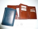 Kožená klopnová dámská peněženka,dvě vnitřní zipové kapsy, dvě otevřené vnitřní kapsičky, 10 průkrojů na karty,zadní zipová kapsa