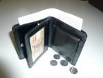 menší universální kožená peněženka, zaoblené rohy, na 8 kreditek,