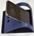 kožený skládací stojánek na mobil na stůl s otvory pro nabíječku